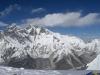 Widok ze szczytu. Ta brzydka góra po lewej to Everest. Obok, w chmurach, Lhotse.