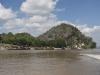 W dól rzeki Thanlwin, życie na brzegach.