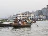 Dhaka, Saderghat, rzeka Buriganga o zmierzchu.
