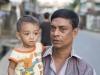Chittagong, Saderghat i stary Chittagong. Przechodzień z dzieckiem, który poprosił mnie o zdjęcie.