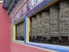 Kathmandu, Boudha, klasztor Shechen, młynki modlitewne.