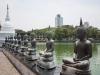 Figury w świątyni Sina Malakiya.