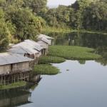 Rangamati, domy na zalewie Kaptai.
